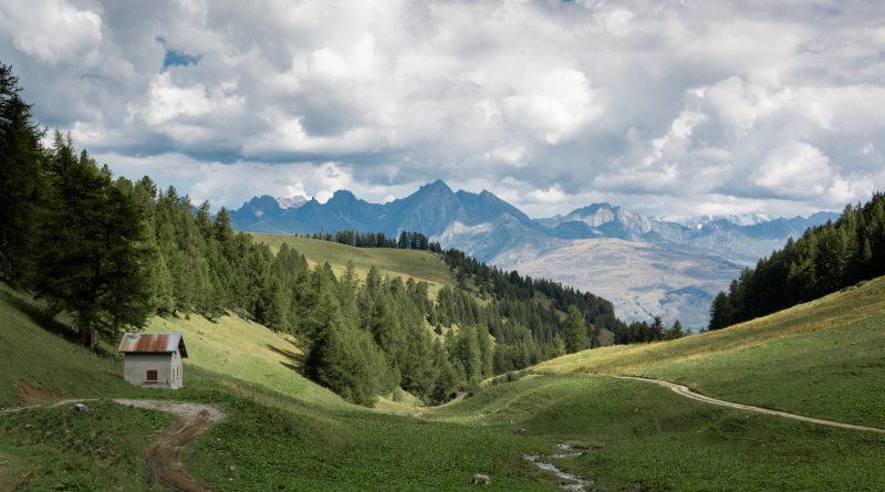 paysage des alpes françaises en été